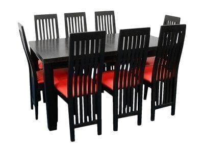 Czarny rozkładany stół i czerwone krzesła