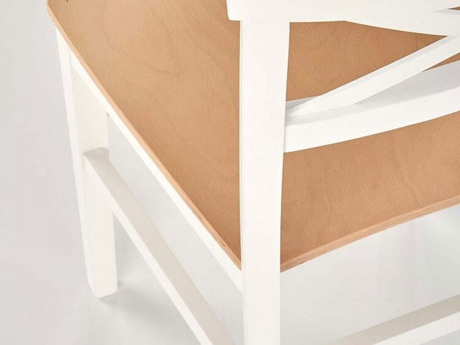 Białe drewniane krzesło do jadalni i kuchnii.
